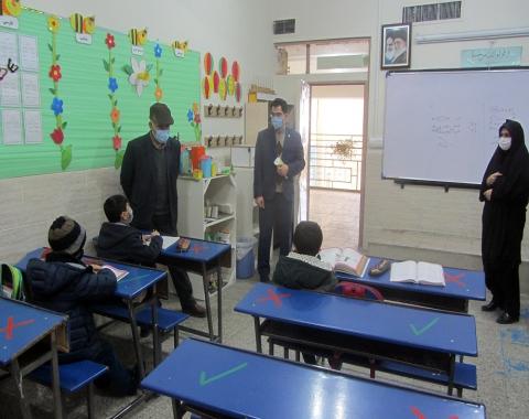 بازدید مسئول مقطع ابتدایی از آموزشگاه